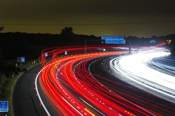Minimalna prędkość na autostradzie – ile wynosi?